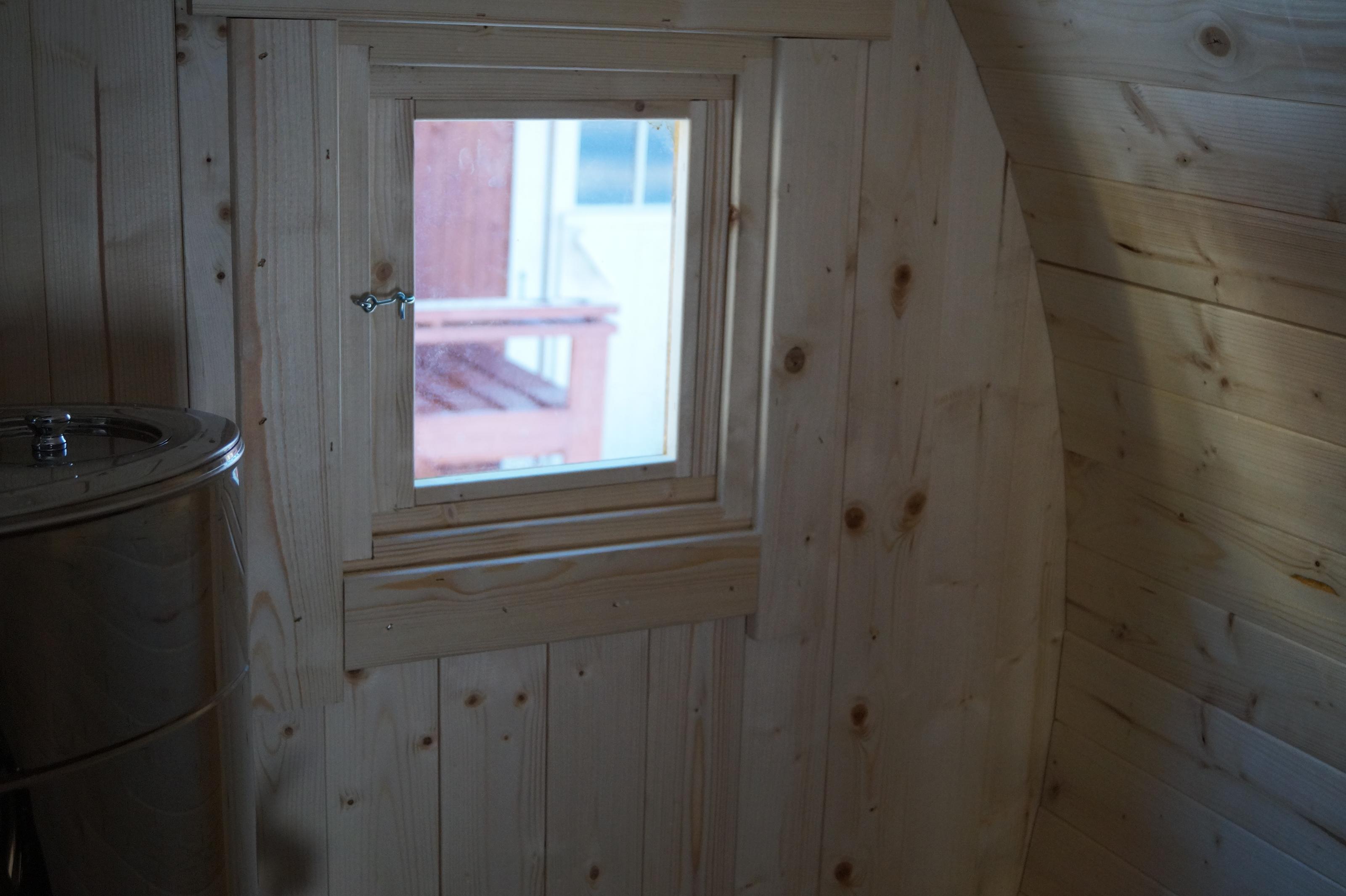 Ikkuna kiinteä 1 kpl ( kork. 44 cm x lev. 34 cm )
